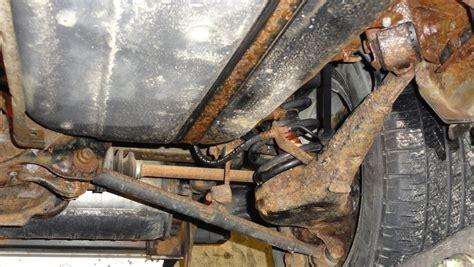 unterbodenschutz erneuern anleitung rostschutz auto unterboden