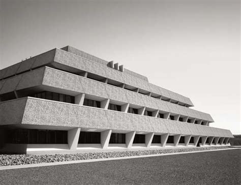 10 Striking Examples Of Modernism Architecture Designed By