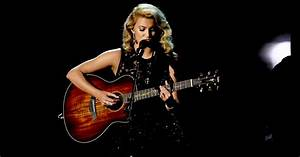 Emmys 2016 Watch Tori Kelly39s Touching 39Hallelujah39 For