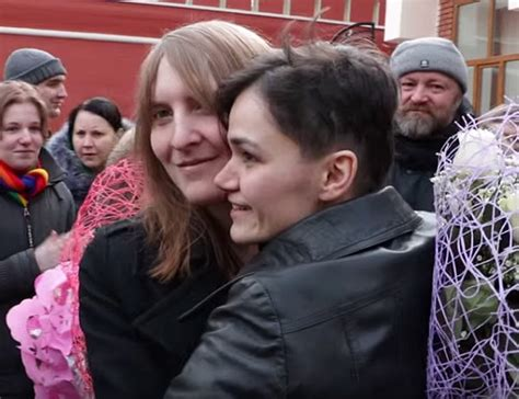 Defiant Russian Lesbians Use Loophole To Get Legally Married Qnews Magazine