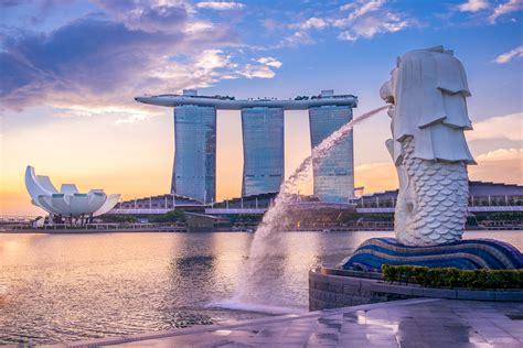 silhouette of Merlion Statue, the landmark of singapore ...