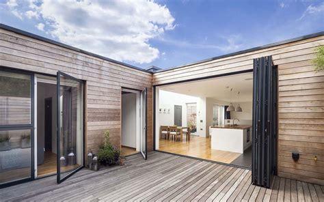courtyard house designcubed london hofhaus kleiner bungalow wohnungsbau