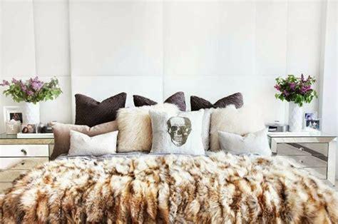 plaid marron pour canapé le meilleur plaid en fourrure en 40 photos inspirantes