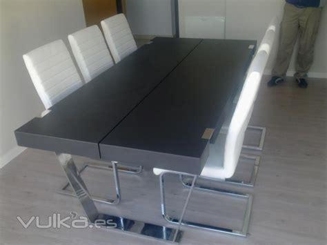 foto mesa comedor  patas en acero inoxidable lacada