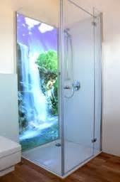 licht im badezimmer beleuchtete duschwand kuzman glas