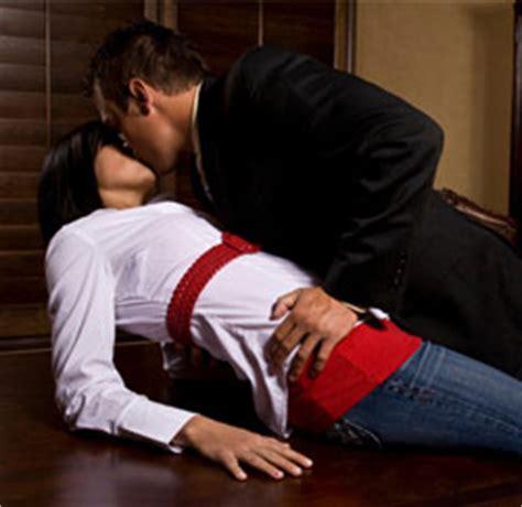 l amour au bureau une relation amoureuse au travail des règles à respecter