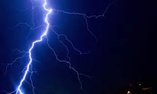 pictured astonishing  close pictures   lightning