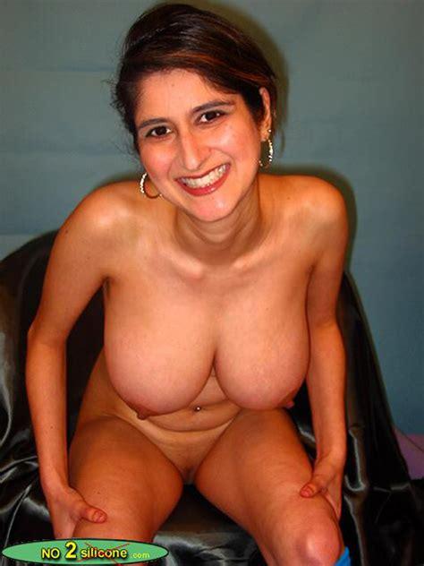 No2silicone Busty Rita Stunning Busty MILF Nude Gallery