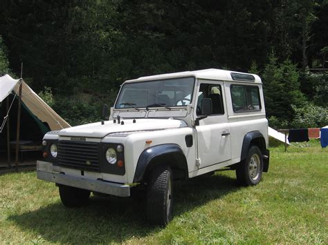 Filewhite Land Rover  Td Front Left Jpg Wikimedia Commons