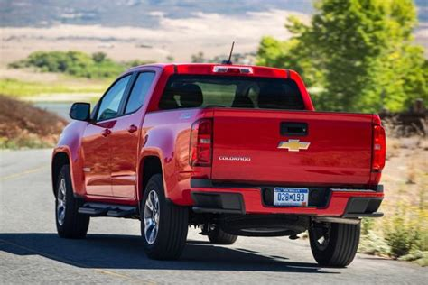 Chevrolet Tacoma by 2015 Chevrolet Colorado Vs 2015 Toyota Tacoma Which Is
