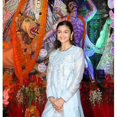 Durga puja celebrations of Bollywood celebrities