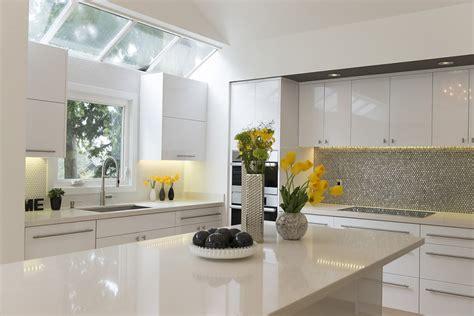 warm white kitchen cabinets five ways to keep a white on white modern kitchen warm 7006