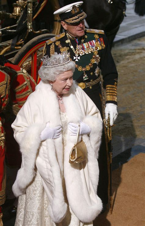 Queen Elizabeth II Will Go Fur-Free From Now On | The Daily Caller