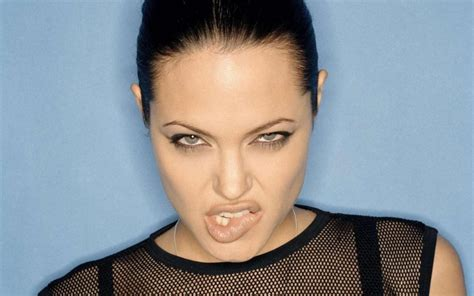 foto de 30 Interesting And Weird Facts About Angelina Jolie Tons