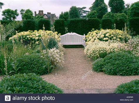Der Weiße Garten Im Loseley Park Stockfoto, Bild 4435844