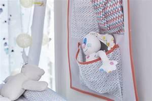 rangement mural chambre bebe pop couture With tapis chambre bébé avec chapeau fleur deguisement