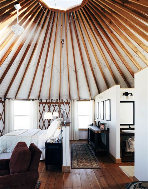 Luxury Camping, Bison Spotting At The American Prairie