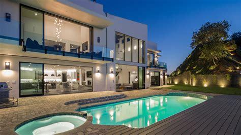 casa di rihanna beverly legend acquista la mega villa di