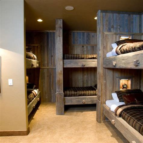 Travel Themed Bedroom For Seasoned Explorers by 1000 Ideas About Deer Decor On Deer