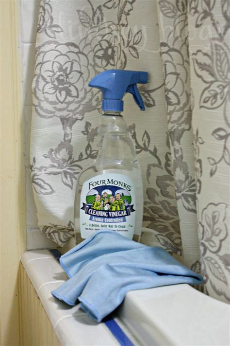 cleaning shower with vinegar 7 tips for cleaning with vinegar in the bathroom