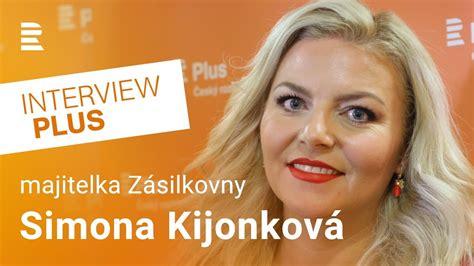 Když jí bylo třináct let, její rodiče se rozvedli a ona zůstala se sourozenci u matky. Simona Kijonková: Pomoc podnikatelům měla být rychlejší a ...