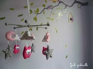 Mobile Pour Bébé : mobile b b birds hiboux gris rose jeux peluches doudous par guiligribouilli coussins ~ Teatrodelosmanantiales.com Idées de Décoration