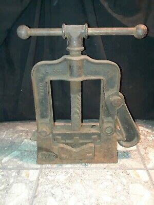 antique reed mfg  large bench pipe vise  erie pa