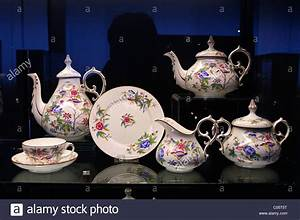 Bone China Villeroy Boch : villeroy boch bone china tea service dating from the 1850 1865 stock photo royalty free image ~ Whattoseeinmadrid.com Haus und Dekorationen
