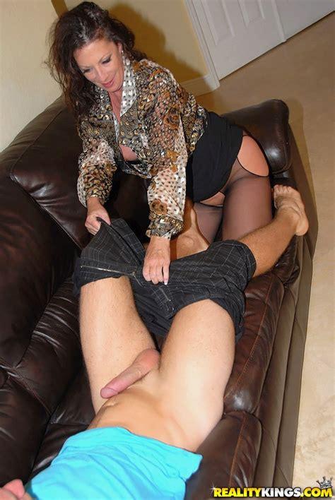 Pervert Woman Margo Sullivan Shagged On The Couch Milf Fox