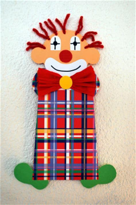 basteln fasching vorlagen clowns aus joghurtbechern kinderspiele welt de