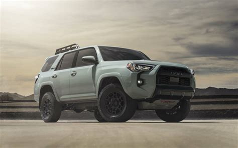 toyota  gave   trd pro trucks  sweet  paint job slashgear
