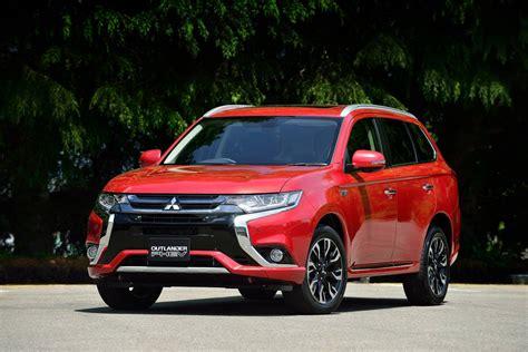 Mitsubishi Car : 2016 Mitsubishi Outlander Phev Review