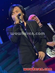 Foto Dewa 19 dan Ari Lasso Tampil di Konser Final Digital ...