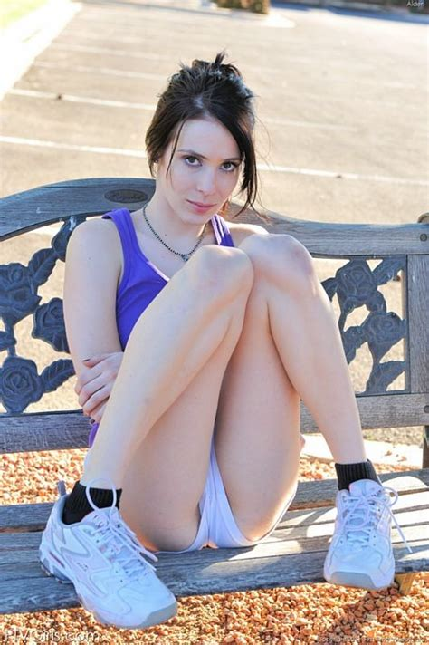 Reality Tv Star Aiden Ashley Out Jogging In The Nude