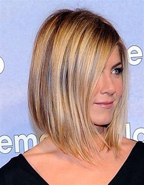 coupe de cheveux carré carr 233 plongeant reflets blonds 50 fa 231 ons de porter le