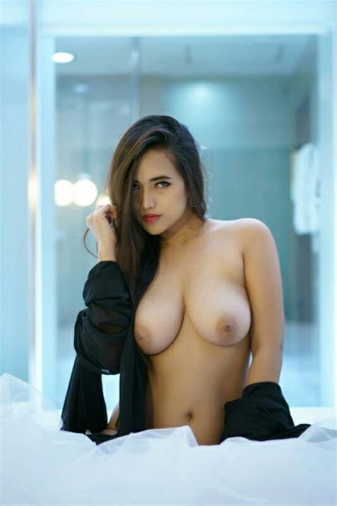 Indonesian Model Rhina Queenzee Naked Sexy Photos Leaked