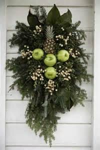 Williamsburg Style Christmas Decorations