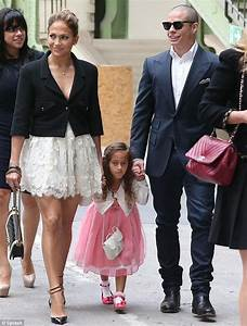 Jennifer Lopez's daughter Emme looks less than impressed ...