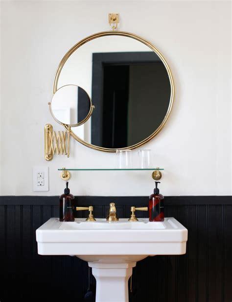Easy Bathroom Decor Refresh: A Round Bathroom Mirror