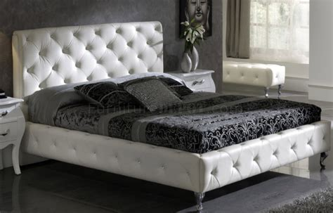 White Nelly Bed By Esf W/modern Tufted Leather Headboard