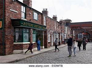 CORONATION STREET UK TV soap with guest star Dustin ...
