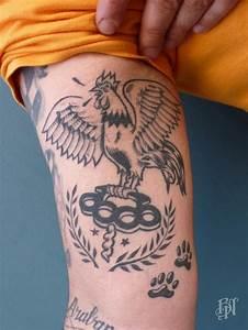 Tattoo Homme Bras : tatouage coq sur le bras par bleu noir tatouage coq bras bleunoir tatoueur paris tatoo ~ Melissatoandfro.com Idées de Décoration