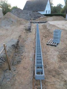 stützmauer bauen anleitung eine st 252 tzmauer aus schalsteinen ist kosteng 252 nstig und zudem schnell errichtet wie es genau
