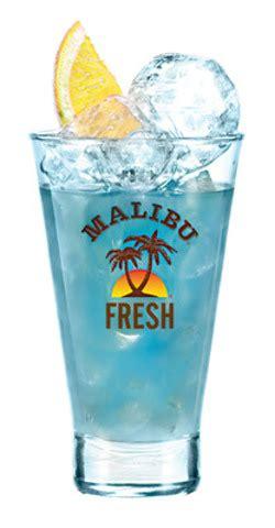 Hoe maak ik een malibu beach cocktail? Malibu® Coconut Rum Brings Summer to Canada Early this Year