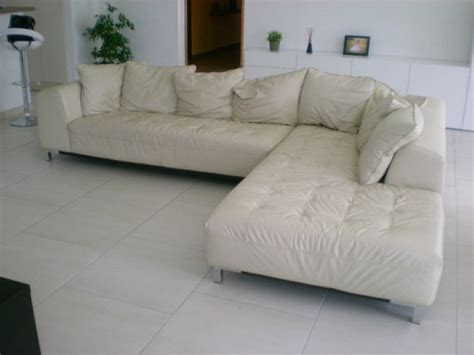 troc canapé site de troc canapé d 39 angle en cuir de couleur ivoire