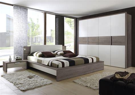 chambre adulte moderne design chambre a coucher blanche et mauve