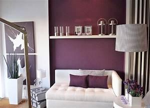 lila weisses wohnzimmer raum und mobeldesign inspiration With markise balkon mit dunkel lila tapete