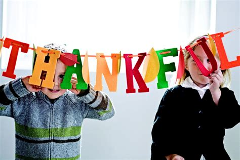give   thanksgiving crafts thatll show  kids gratitude