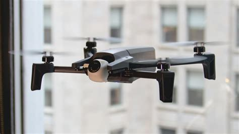 parrot anafi folding  hdr drone flies   minutes arrives  july   cnet