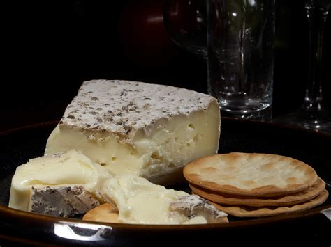 brie cheese file brie suris jpg wikimedia commons